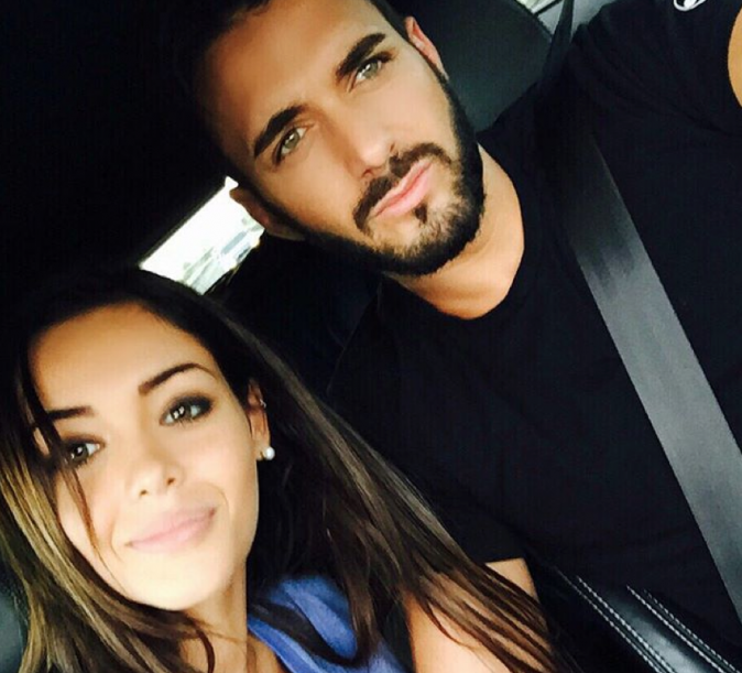 photos nabilla en voiture avec thomas tout roule pour le couple. Black Bedroom Furniture Sets. Home Design Ideas