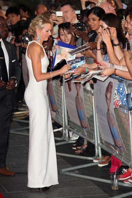 """Naomi Watts lors de la première mondiale du film """"Diana"""" à Londres, le 5 septembre 2013."""