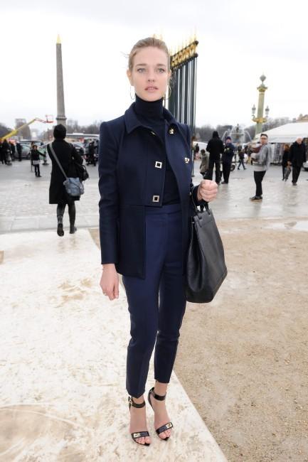 Natalia Vodianova se rendant au défilé Valentino à Paris, le 6 mars 2012.