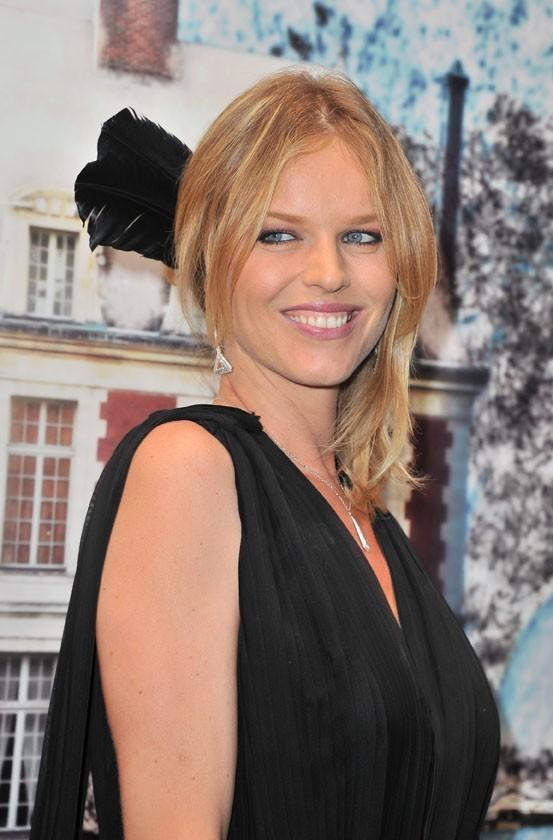 Eva Herzigova lors de la soirée White Fairy Tale Love Ball à Paris, le 6 juillet 2011.