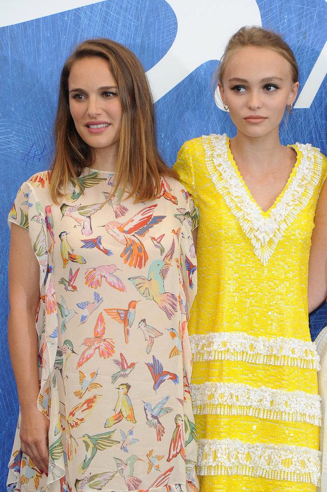 Natalie Portman et Lily-Rose Depp posent pour les photographes au Festival de Venise ce jeudi 8 septembre