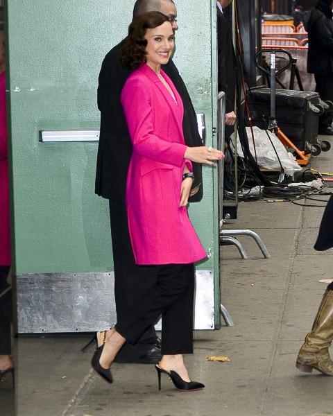 """Natalie Portman lors de son passage sur le plateau de l'émission """"Good Morning America"""" à New York, le 6 novembre 2013."""