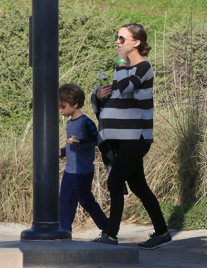 Natalie Portman : L'actrice expose son baby-bump et... son fils Aleph !
