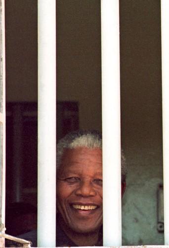 Nelson Mandela dans son ancienne cellule de Robben Island