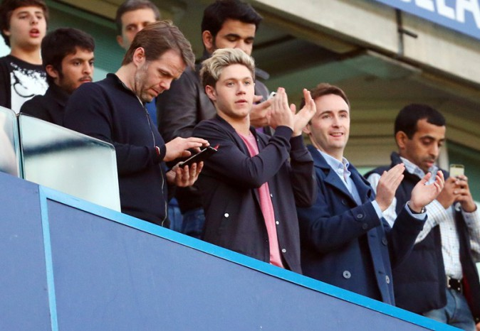 Niall Horan au stade de Stamford Bridge pour le match Chelsea/PSG le 8 avril 2014