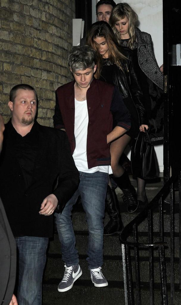 Niall Horan avec Barbara Palvin à la sortie d'une soirée X Factor organisée à Londres le 15 décembre 2013