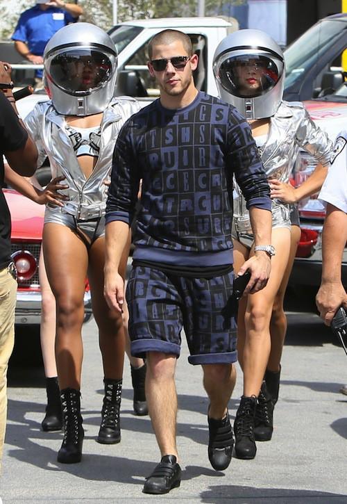 Photos : Nick Jonas prêt à décrocher la lune pour les MTV VMA 2015 !
