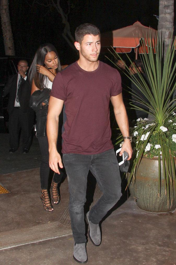 Nick Jonas et sa nouvelle girlfriend présumée à Los Angeles le 16 août 2016