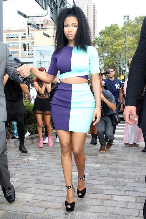Photos : Nicki Minaj : hyper moulée et colorée pour les défilés Alexander Wang et Versus Versace !