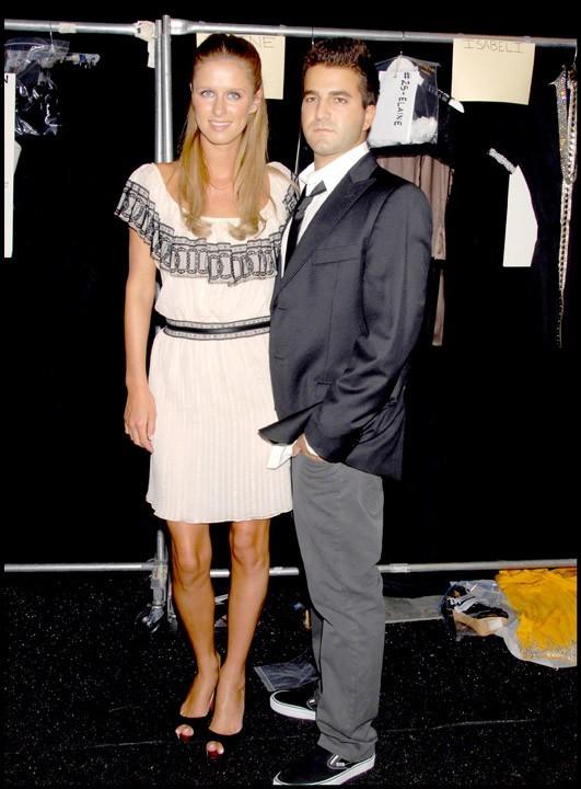 Nicky Hilton et David Katzenberg dans les backstage du défilé Nicholai Spring 2008 durant la Mercedes Benz Fashion Week à New york, le 9 septembre 2007.
