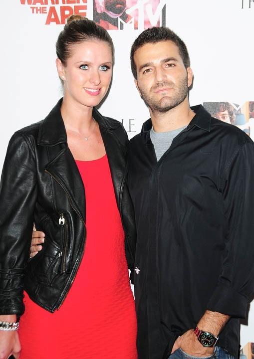 Nicky Hilton et David Katzenberg lors de la première de la série The Hard Times Of RJ Berger à Hollywood, le 7 juin 2010.