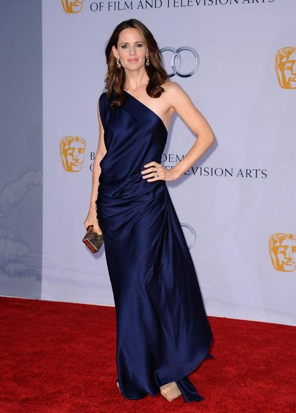 Jennifer Garner sublime en bleu nuit ...