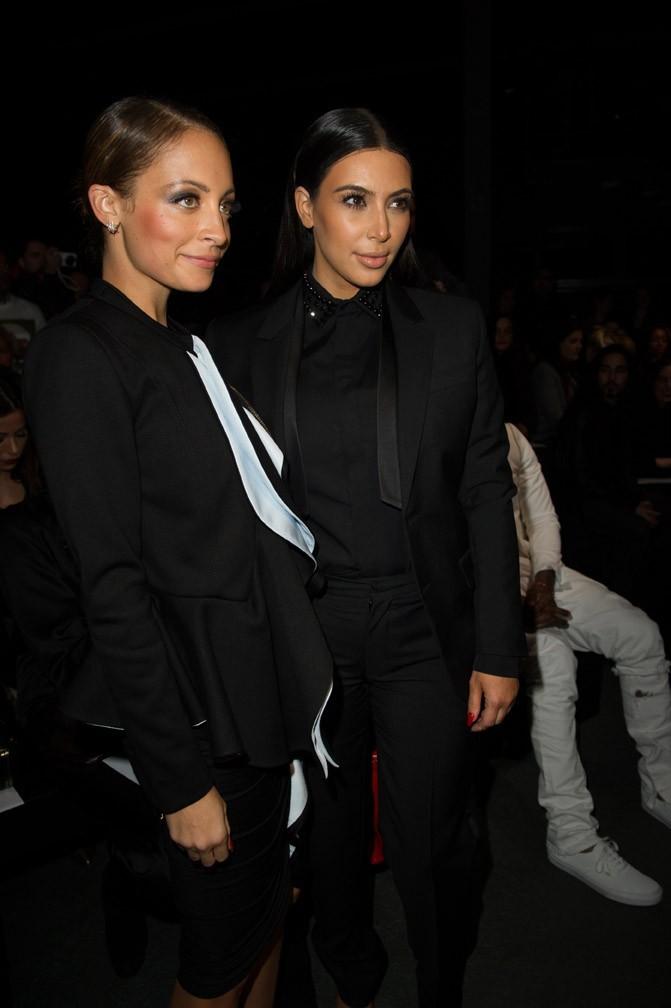 Nicole Richie avec Kim Kardashian au défilé Givenchy à Paris le 3 mars 2013