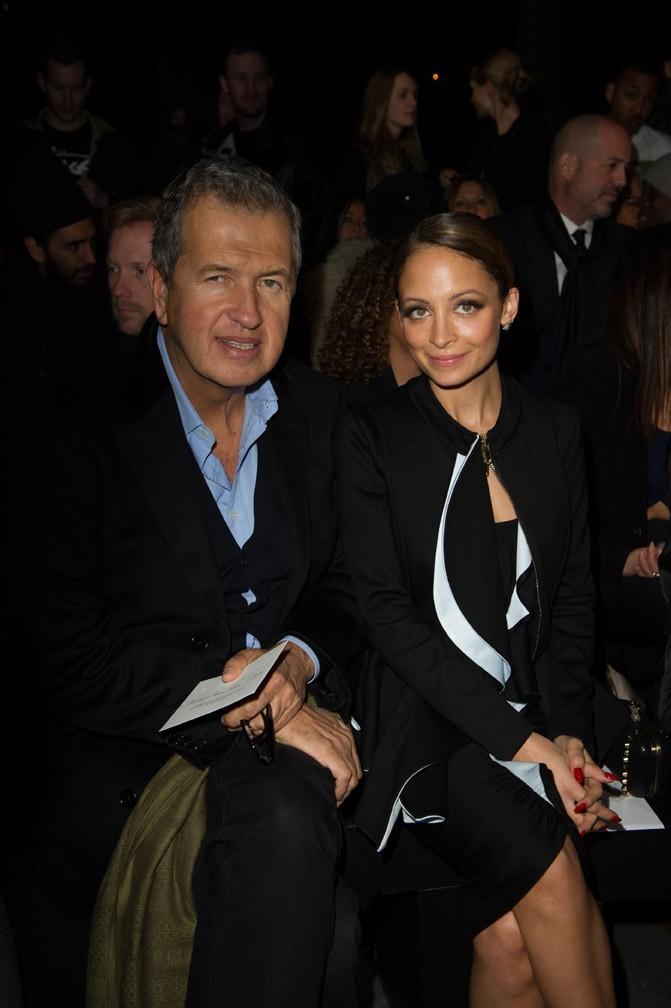 Nicole Richie avec Mario Testino au défilé Givenchy à Paris le 3 mars 2013