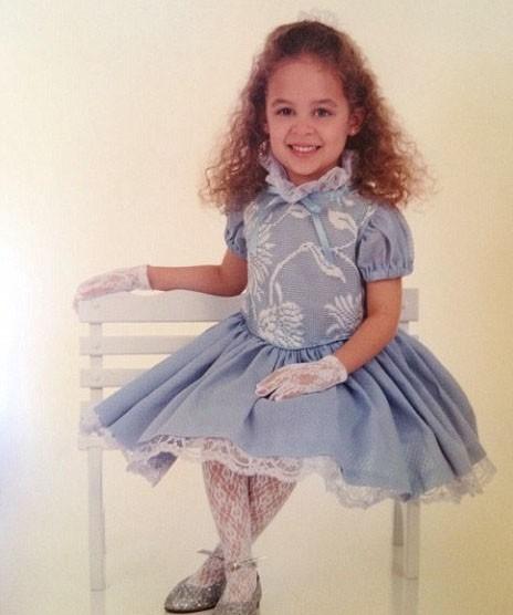Nicole en petite fille modèle à 4 ans