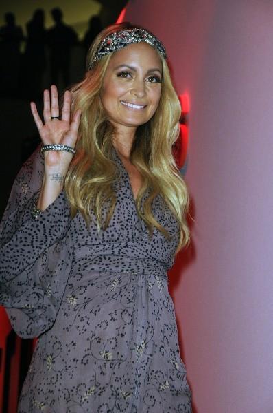 Nicole avec une robe très bohème