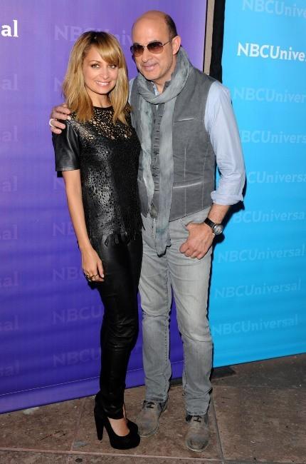 Nicole Richie et John Varvatos lors de la journée presse organisée par NBC à Pasadena, le 18 avril 2012.