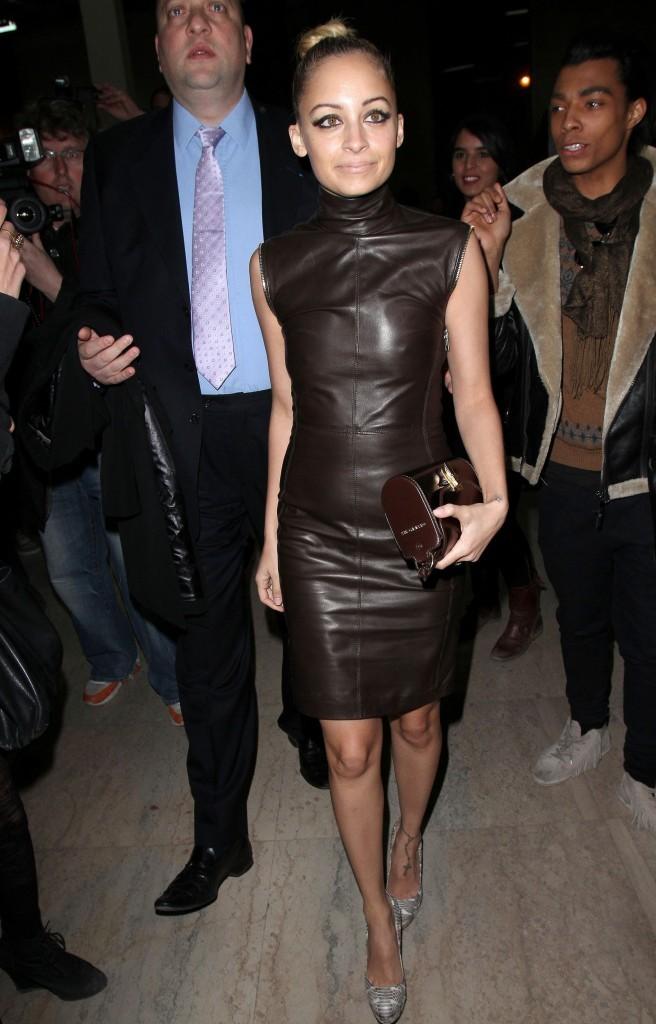 Que pensez-vous de sa tenue pour assister au défilé Givenchy ?
