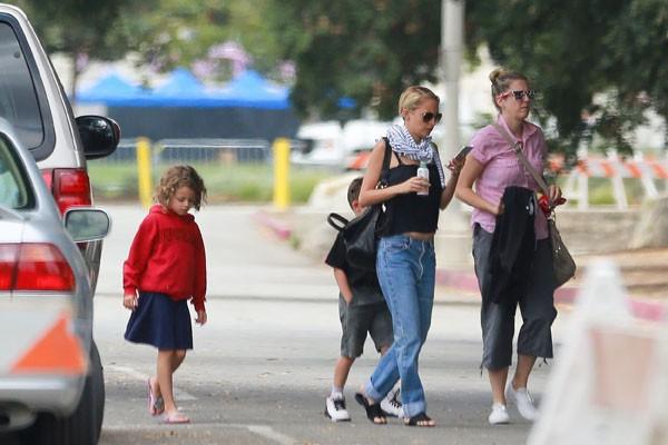 Nicole Richie avec ses enfants à Pasadena le 22 juillet 2015
