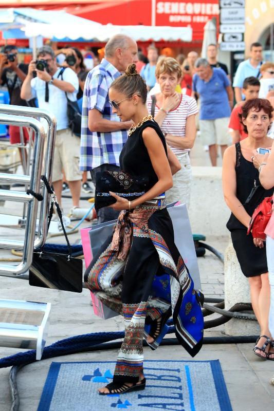Nicole Richie en plein shopping à Saint-Tropez, le 25 juillet 2013.