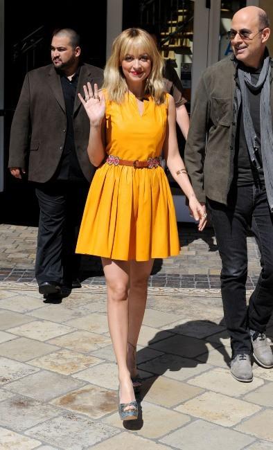 Nicole Richie et John Vavartos sur le plateau de The Extra Show à Los angeles, le 9 mars 2012.
