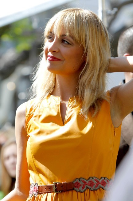 Nicole Richie sur le plateau de The Extra Show à Los angeles, le 9 mars 2012.