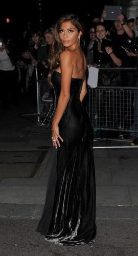 """Nicole Scherzinger arrive à la soirée des """"Pride of Britain Awards 2013"""" à Londres, le 7 octobre 2013."""