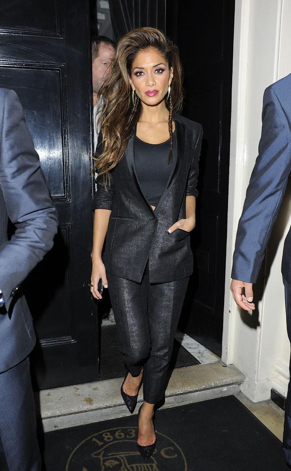 Nicole Scherzinger à la sortie du Arts Club de Londres le 23 novembre 2013