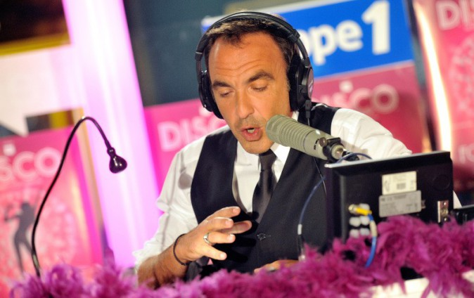 Nikos Aliagas lors de la première du musical D.I.S.C.O. à Paris, le 10 octobre 2013.