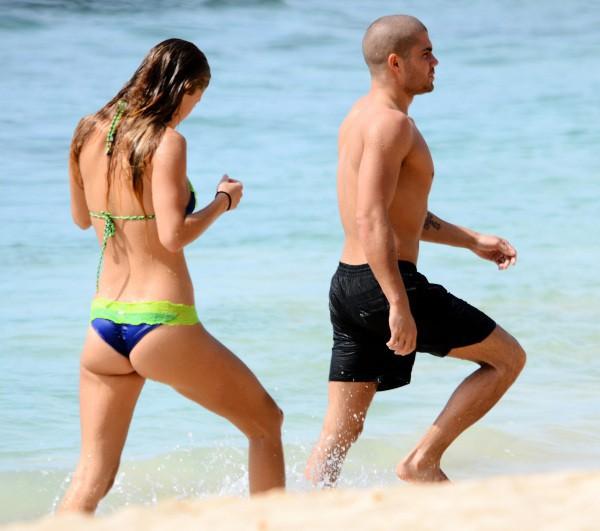 Nina Agdal et Max George en vacances à la Barbade, le 27 novembre 2013.