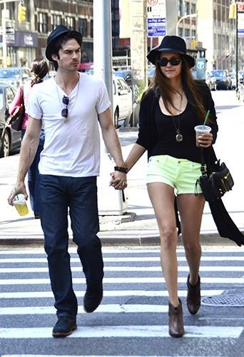 Main dans la main dans les rues de New-York le 13 mai 2012