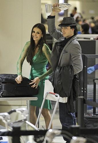 Nina et Ian, complices à l'aéroport de LAX, en partance pour Atlanta, le 11 janvier 2012