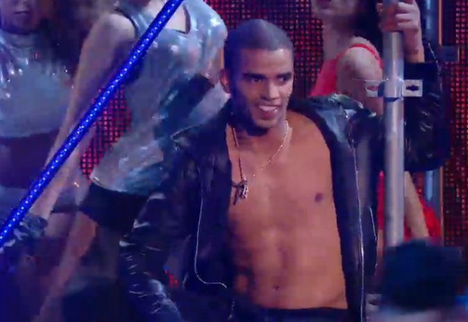Brahim Zaibat tout en muscle pour danser avec Lilly wood and The Prick
