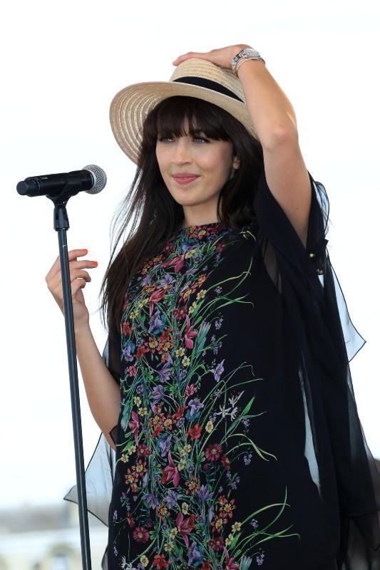 Nolwenn Leroy lors du 164e Prix de Diane Longines à Chantilly, le 16 juin 2013.