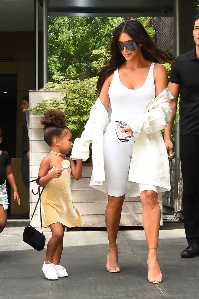 North West et son sac à 2000 dollars - New York le 2 septembre 2016