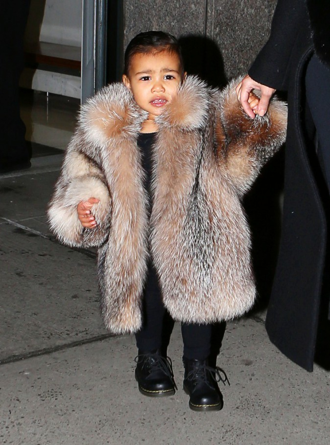 Photos : North West : la baby girl de Kim Kardashian part à l'assaut de la Fashion Week... en fourrure !