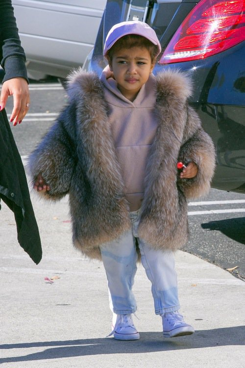 Photos : North West : ultra lookée, elle vole une fois de plus la vedette à sa famille !