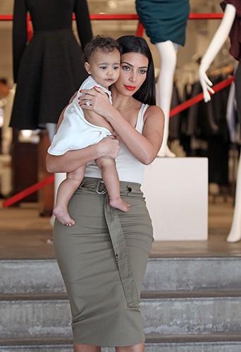Kim Kardashian et North West à New York le 15 juin 2014