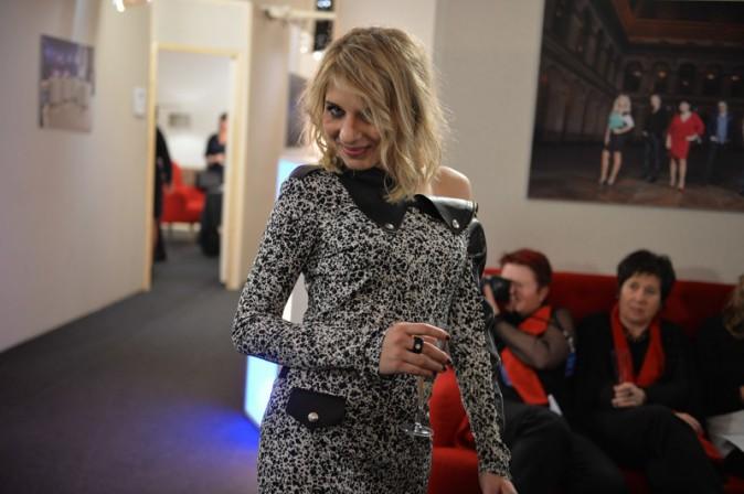 Amandine Bourgeois pendant l'enregistrement de la Nouvelle Star spécial Noël à Issy les Moulineaux le 16 décembre 2013