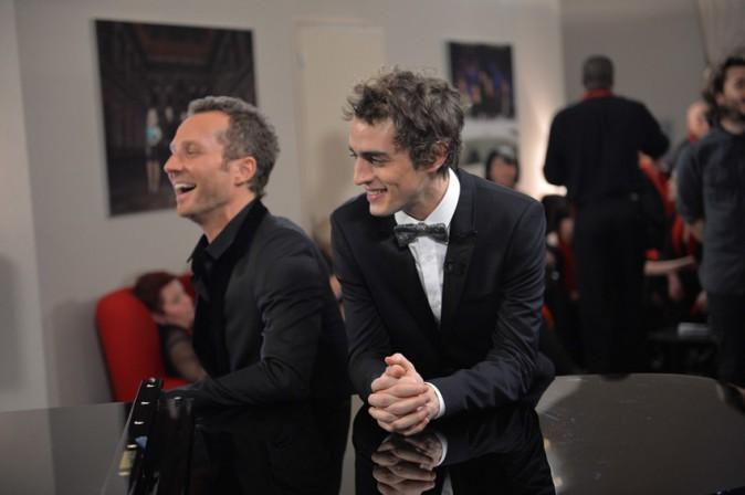Sinclair et Benjmain Sikosu pendant l'enregistrement de la Nouvelle Star spécial Noël à Issy les Moulineaux le 16 décembre 2013