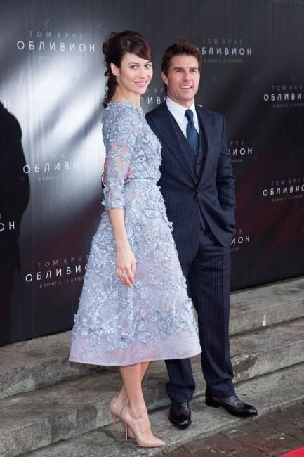 Olga Kurylenko, nettement plus grande que Tom Cruise à Moscou