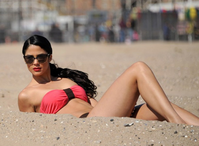 Olivia Culpo en shooting à Coney Island le 4 mai 2014
