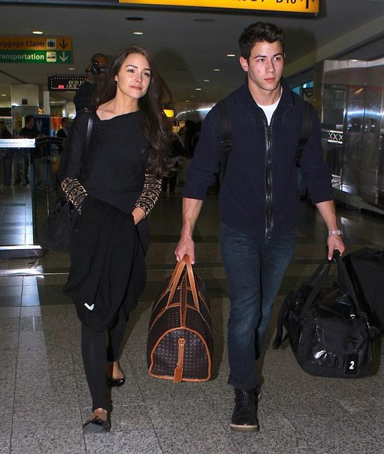 Olivia Culpo et Nick Jonas à l'aéroport de La Guardia, à New-York, le 21 octobre 2013