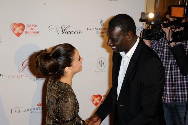 Omar Sy et Eva Longoria lors du Global Gift Gala à Paris, le 28 mai 2012.
