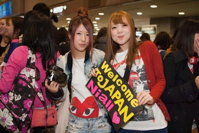 One Direction à leur arrivée à l'aéroport Narita le 17 janvier 2013