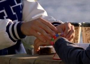 La scène du bracelet avec Nathan et Haley !