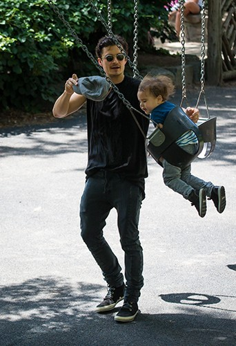 Orlando Bloom et son fils Flynn à New-York le 6 juillet