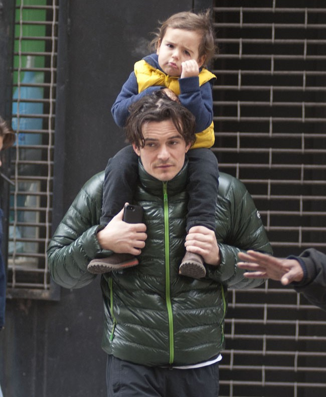 Orlando Bloom et son fils Flynn à New-York le 5 novembre 2013
