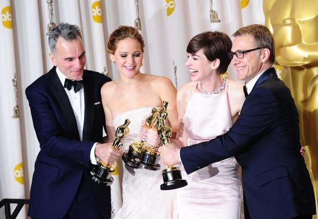 Daniel Day-Lewis, Jennifer Lawrence, Anne Hathaway et Christoph Waltz lors de la 85e cérémonie des Oscars à Los Angeles, le 24 février 2013.