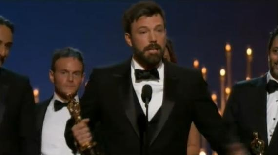 Ben Affleck reçoit l'Oscar du meilleur film pour Argo